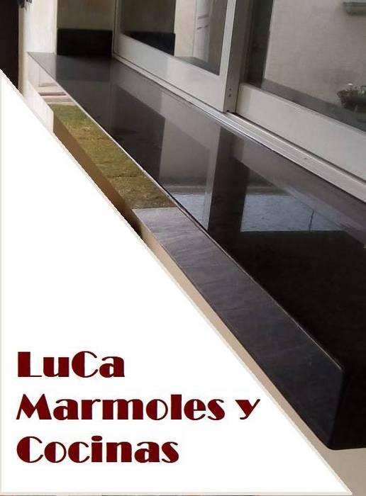 Nuestros Trabajos : Muebles de cocinas de estilo  por LuCa Marmoles y Cocinas ,