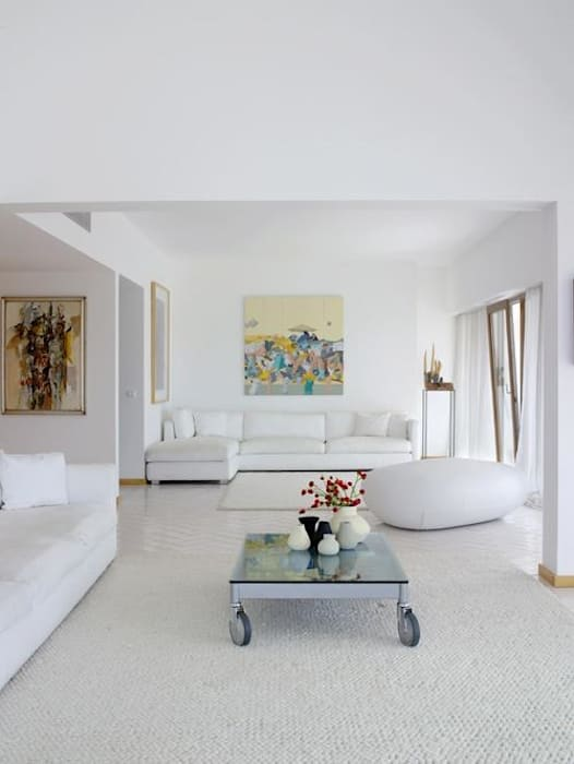Casa Praia: Salas de estar  por IN PACTO