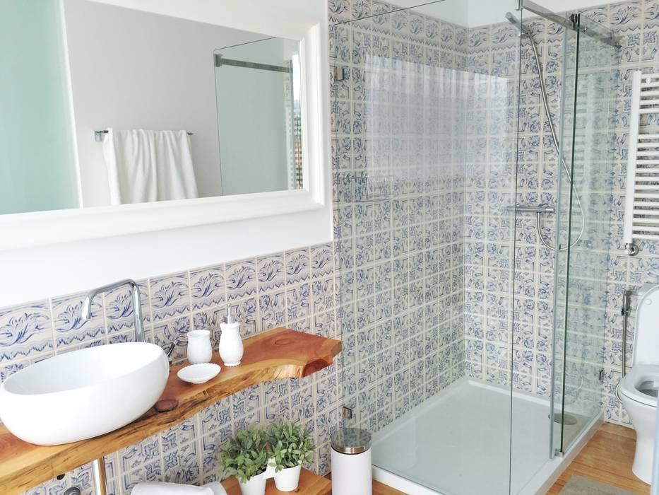 Banheiros: Banheiros  por Aline Frota Interiores + Retail Design