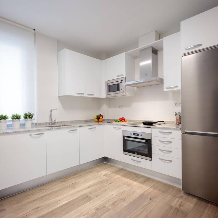 Cocina: Módulos de cocina de estilo  de Basoa Decoración,
