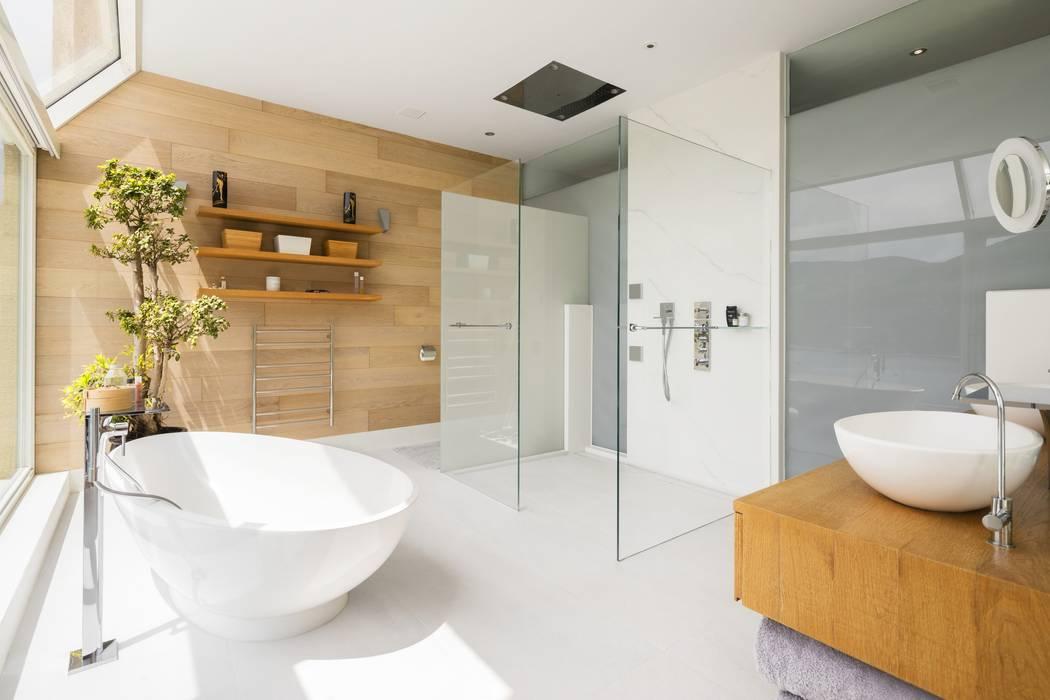 Tai Tam House:  Bathroom by Original Vision