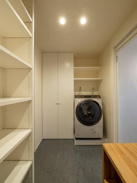 株式会社エキップ Modern bathroom White