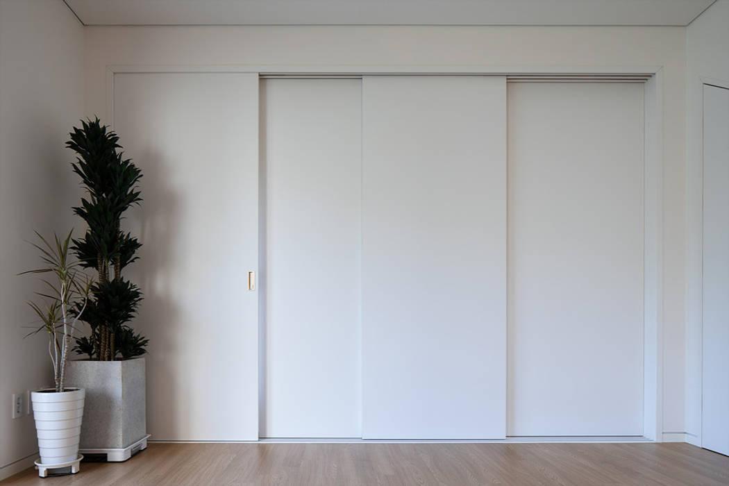 Modern style doors by 소하 건축사사무소 SoHAA Modern