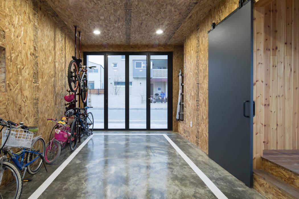 Modern Garage and Shed by 소하 건축사사무소 SoHAA Modern