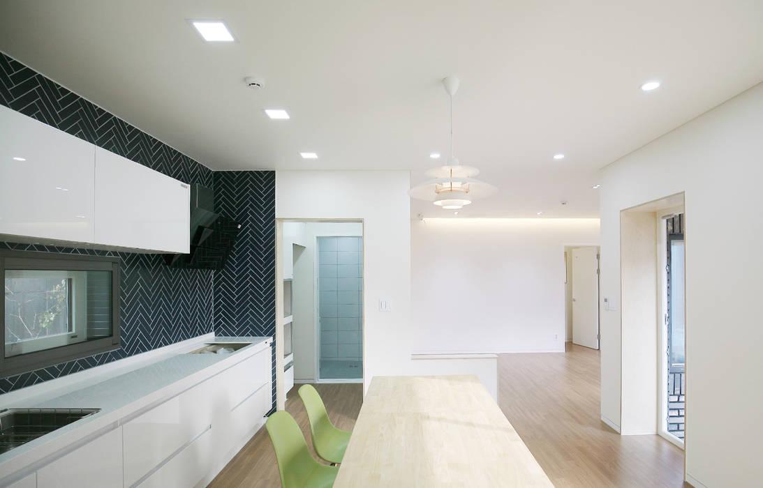 Modern Dining Room by 소하 건축사사무소 SoHAA Modern
