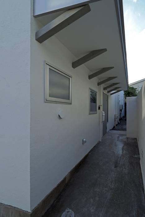 混構造の家リノベーション アトリエ スピノザ 北欧スタイルの 玄関&廊下&階段