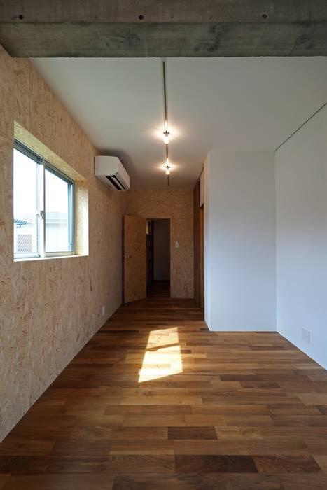 混構造の家リノベーション アトリエ スピノザ 北欧スタイルの 寝室