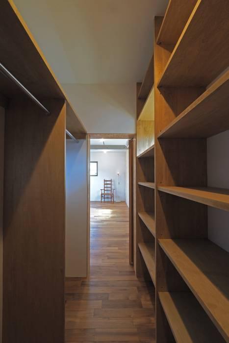 混構造の家リノベーション アトリエ スピノザ 北欧デザインの ドレッシングルーム