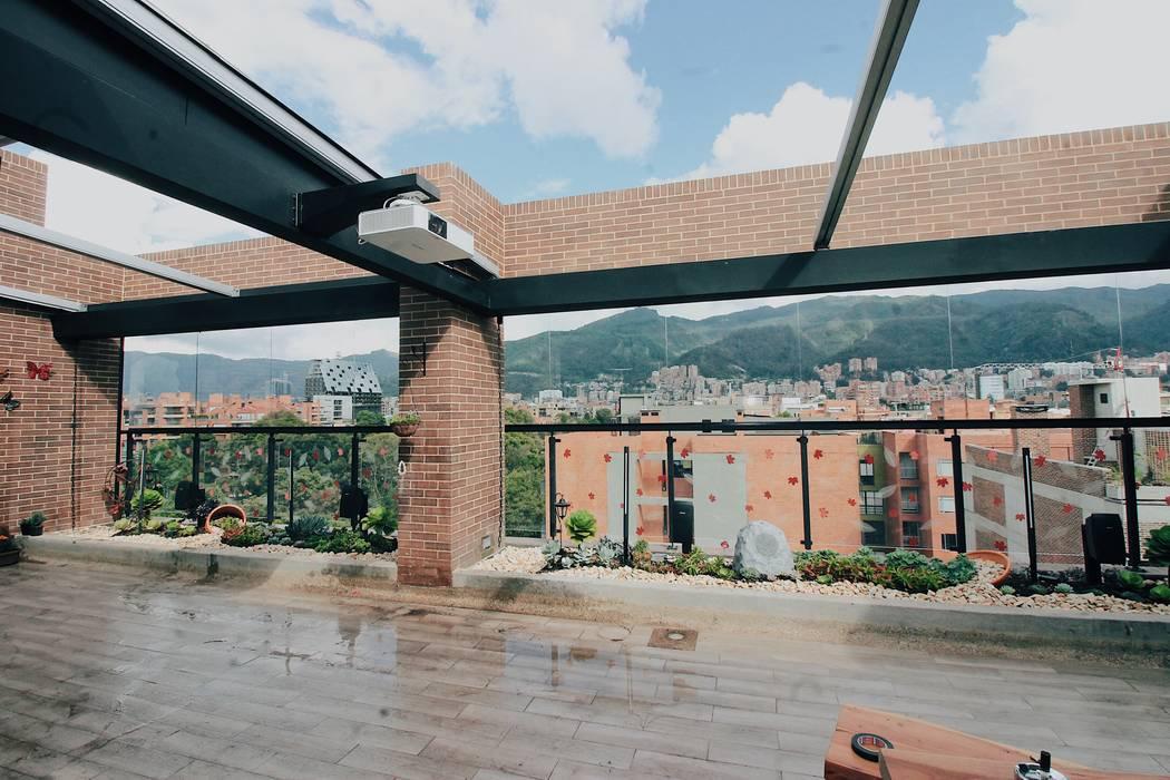 Composición final Jardinera Oriental: Terrazas de estilo  por Marga
