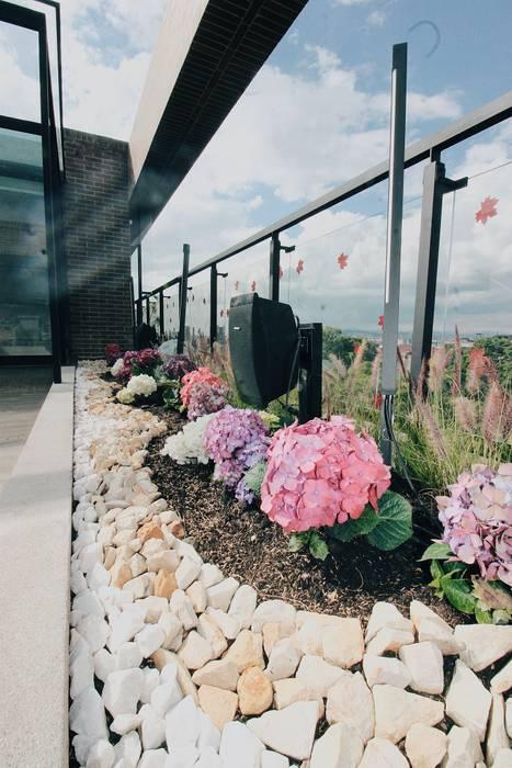 Detalle Jardinera Norte: Terrazas de estilo  por Marga,