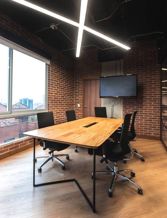 Mesa sala de juntas de Mocca Mobiliario Moderno Madera maciza Multicolor