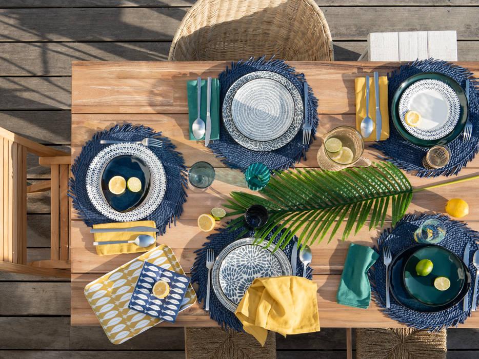 Plato de postre de loza con rayas azules (13,18 €): Comedor de estilo  de MAISONS DU MONDE