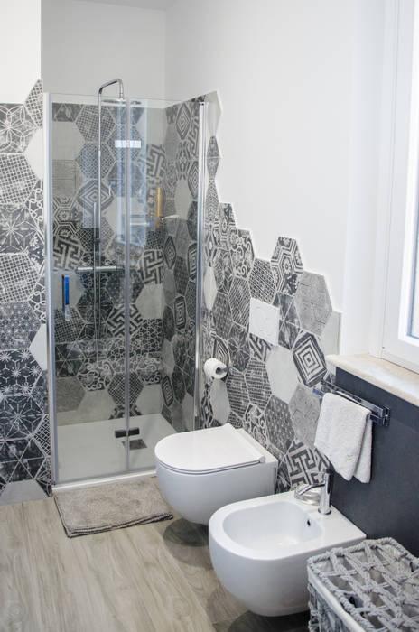 Una casa riportata a nuova vita - 120 mq: Bagno in stile  di Studio ARCH+D