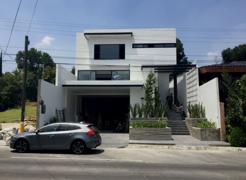 La casa despues de ser intervenida por GIL+GIL: Casas unifamiliares de estilo  por GIL+GIL,