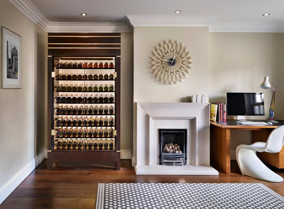 Bodegas de vino de estilo  por Spiral Cellars