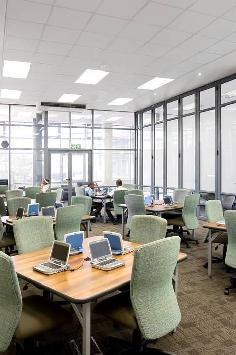 Escuelas de estilo moderno de Activate Space Moderno