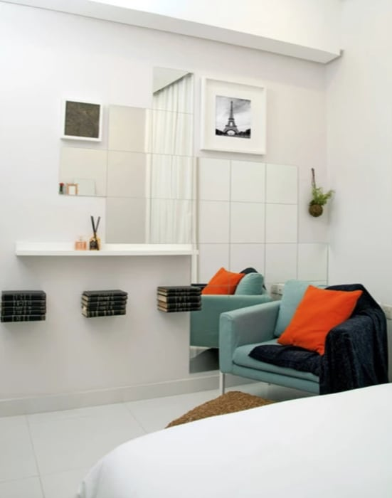 The white bedroom:  Bedroom by Aorta the heart of art,
