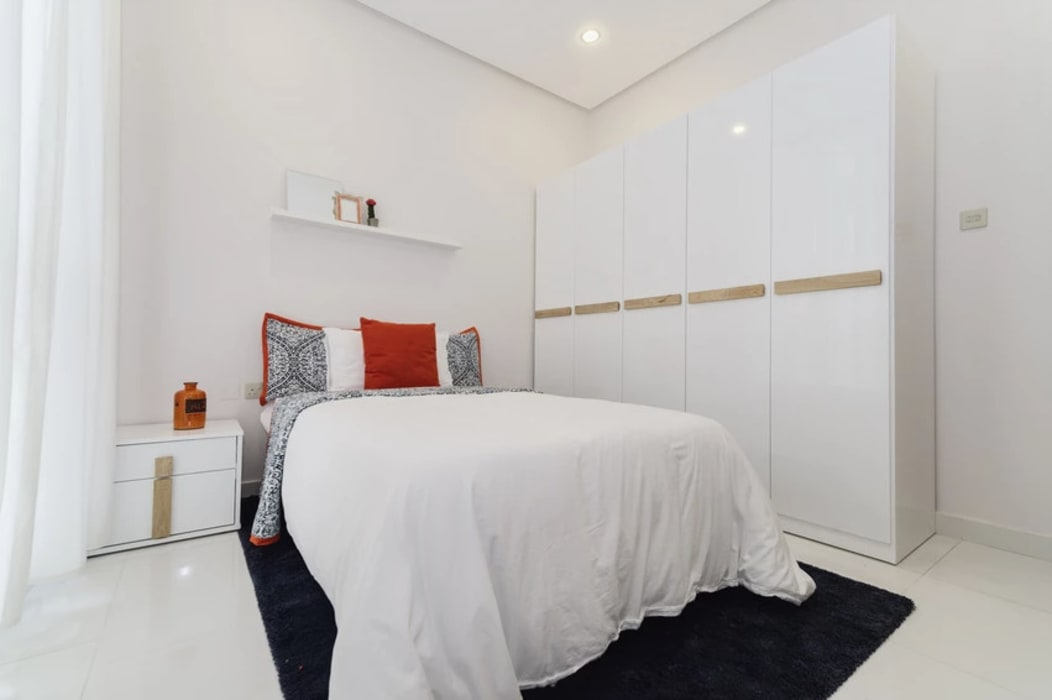 The white bedroom:  Bedroom by Aorta the heart of art