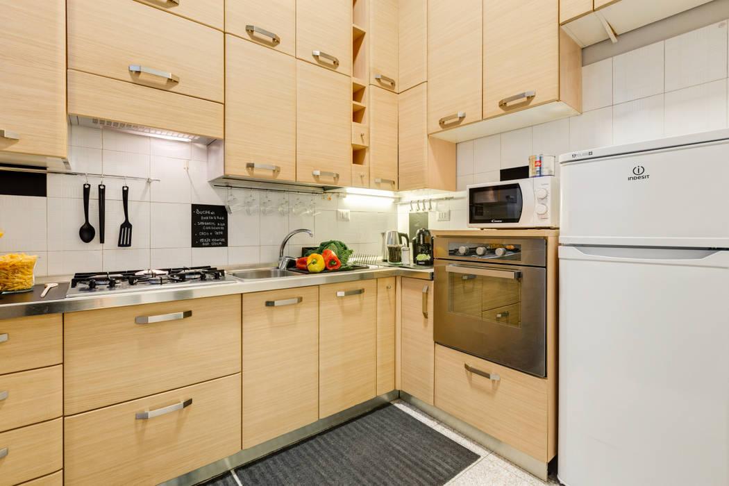 Appartamento adibito a casa vacanza: Cucina in stile  di Creattiva Home ReDesigner  - Consulente d'immagine immobiliare