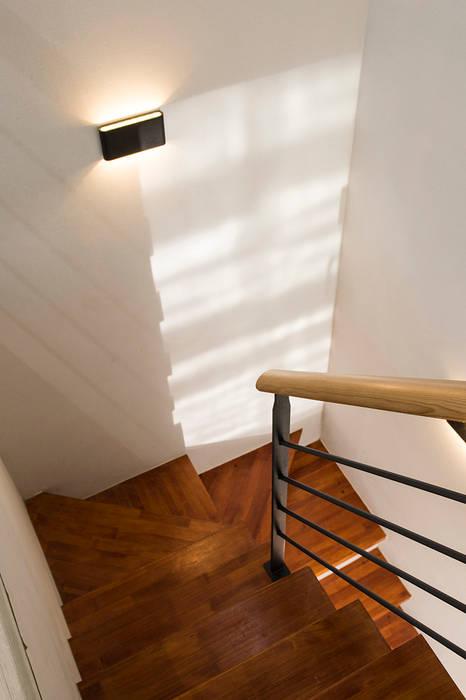 시흥시 배곧(정왕동 2450) 상가주택: AAG architecten의  계단