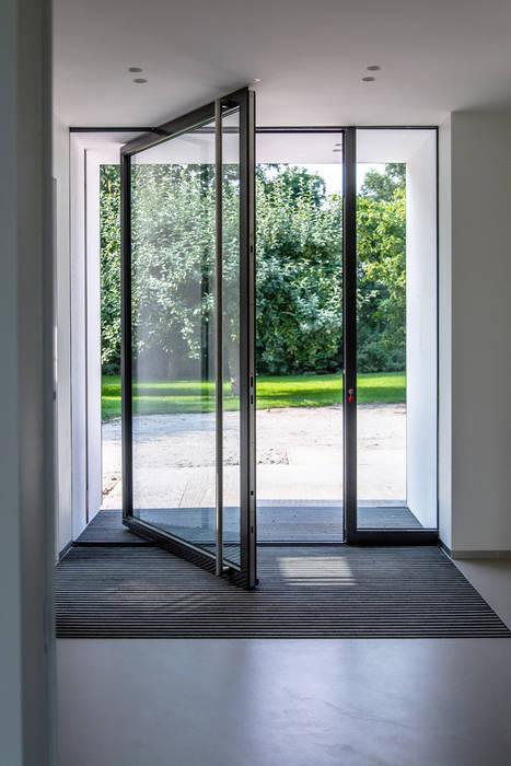 Entree taatsdeur:  Deuren door Lautenbag Architectuur, Modern