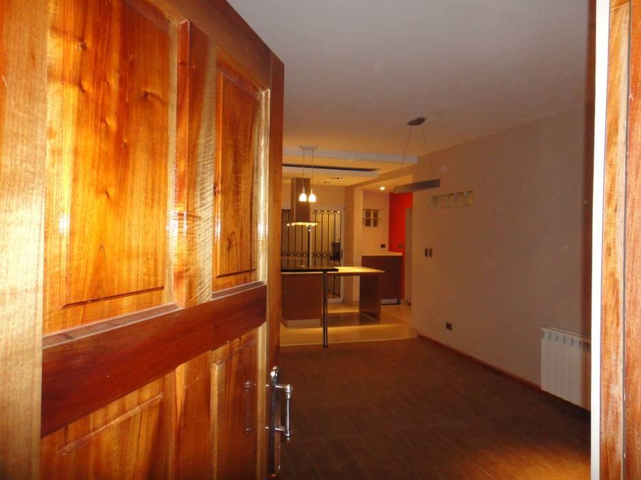 Corridor & hallway by GR Arquitectura, Modern Wood Wood effect