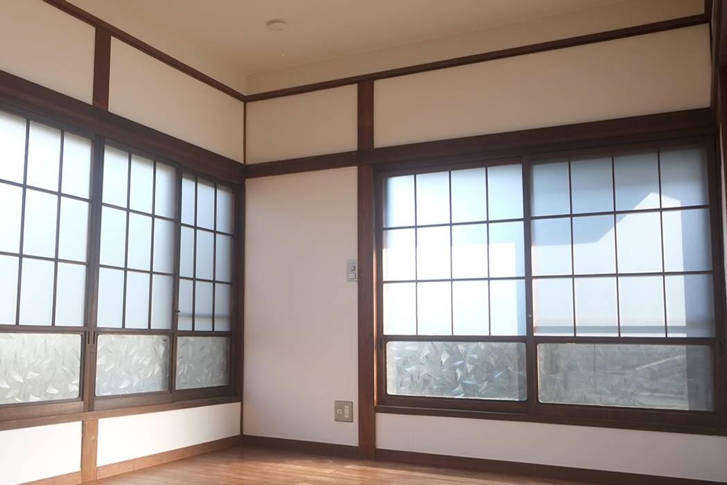 和室: 湘南建築工房 一級建築士事務所が手掛けた寝室です。,ラスティック