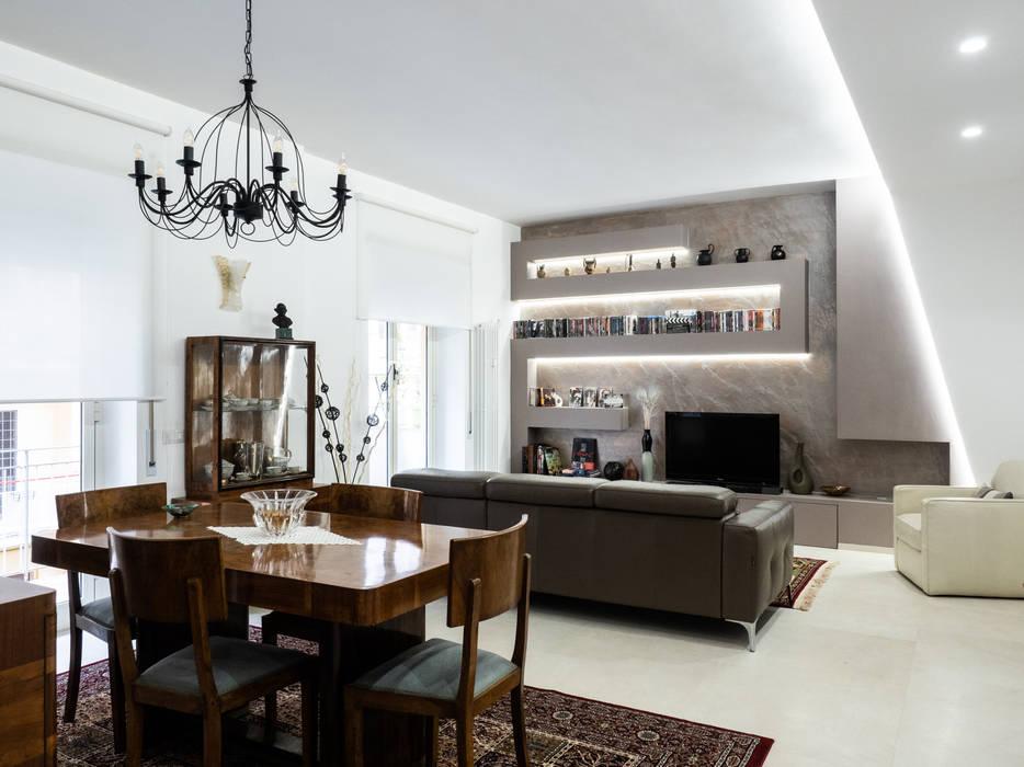 Appartamento in Roma Sala da pranzo moderna di piano a Moderno