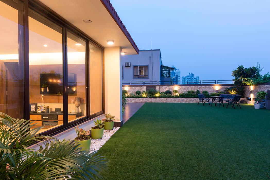 DEN +TERRACE GARDEN:  Terrace by VCJ DESIGNS,Modern