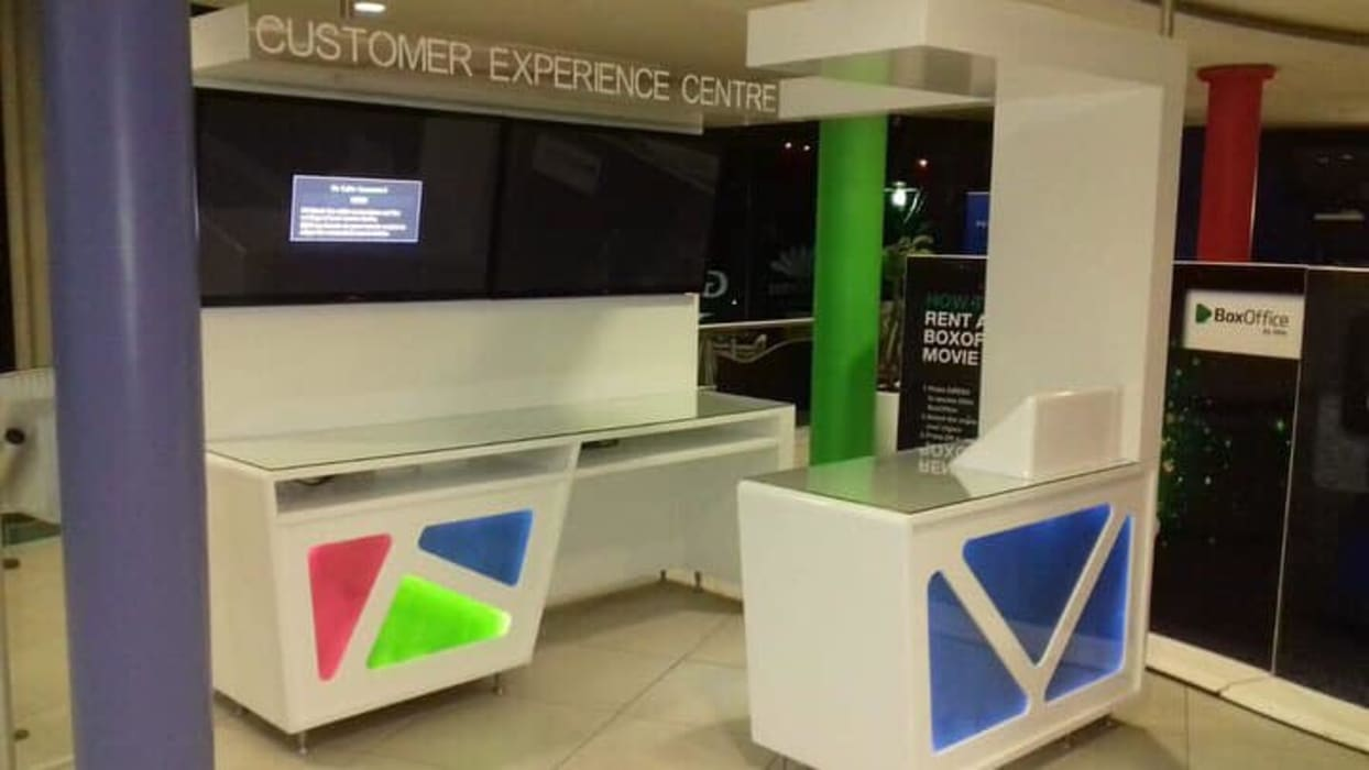 Customer Experience desk:  Commercial Spaces by Smartdesigns & Turnkey Projects PTY Ltd.