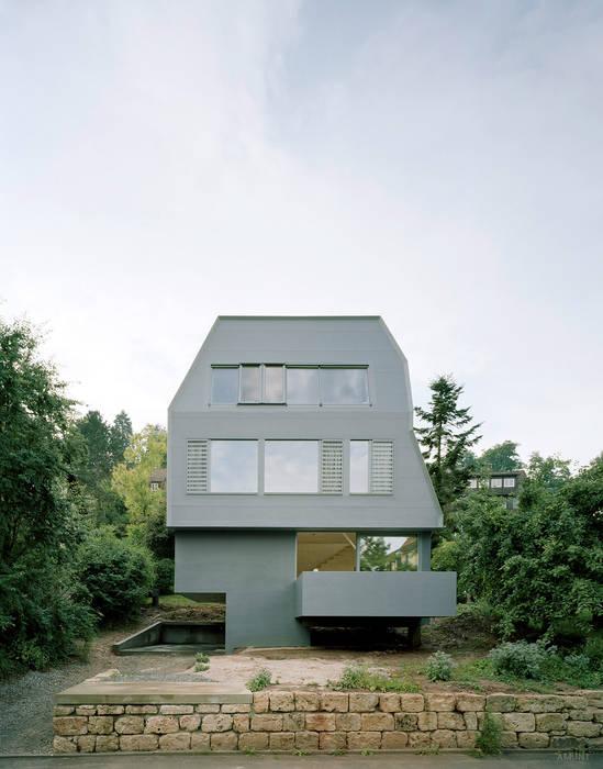 di AMUNT Architekten in Stuttgart und Aachen Eclettico Legno Effetto legno
