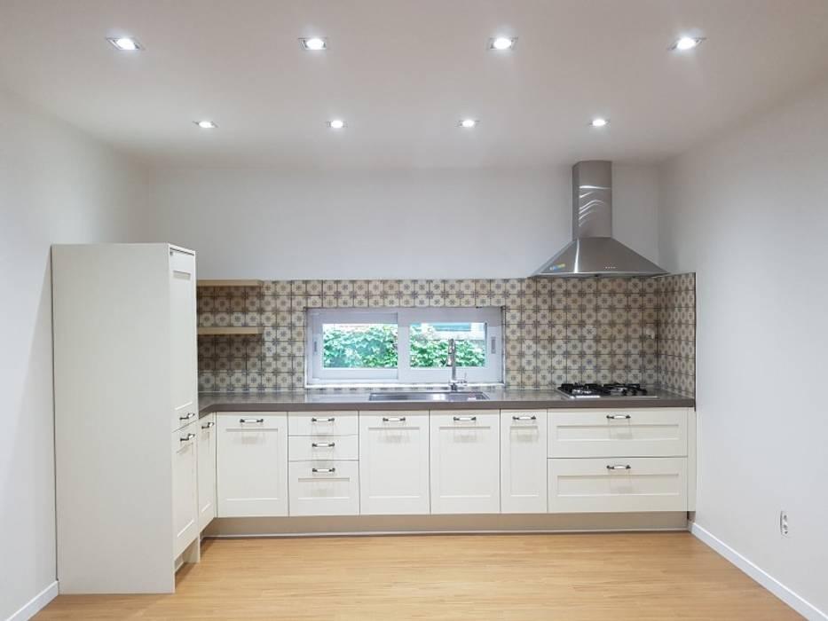 Kitchen units by 주식회사 큰깃, Classic