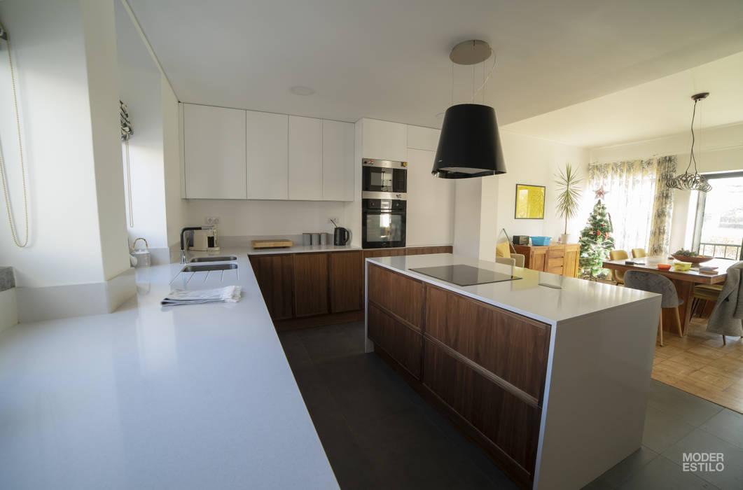 ครัวบิลท์อิน โดย Moderestilo - Cozinhas e equipamentos Lda,