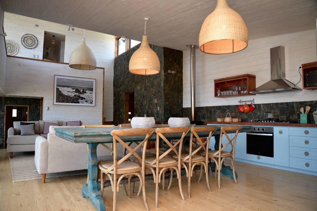 Vivienda Maria Salah: Comedores de estilo  por Kimche Arquitectos , Moderno Madera Acabado en madera