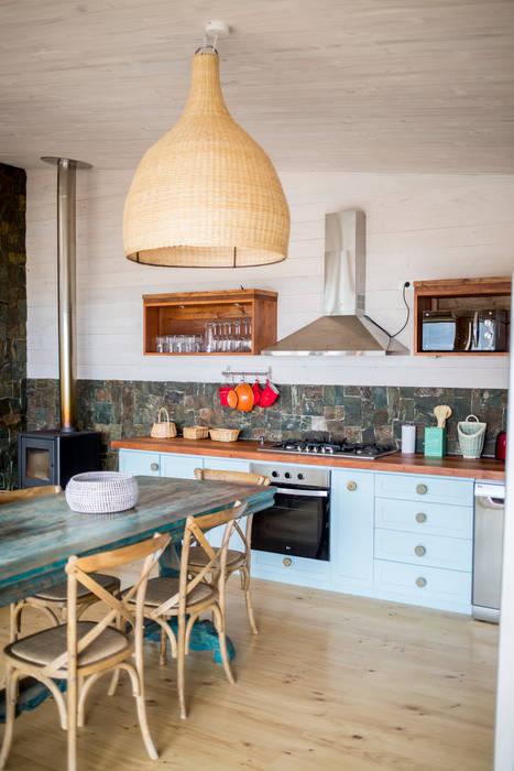 LOTE 3, CONDOMINIO PICHILEMU KIMCHE ARQUITECTOS Cocinas equipadas Madera Acabado en madera