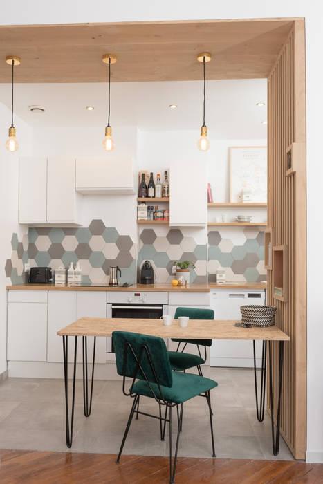 Chez Sophie et Morgan: Cuisine de style  par Camille BASSE, Architecte d'intérieur