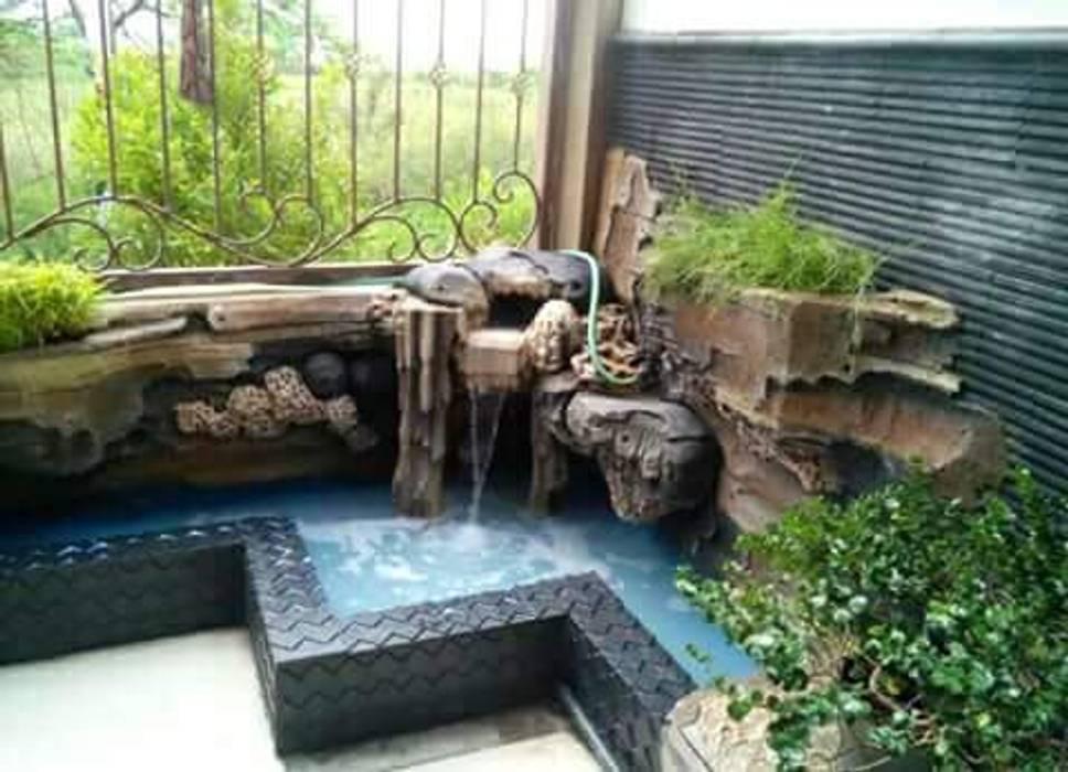 Kolam Minimalis dan Tebing Dekorasi: Dinding oleh Tukang Taman Surabaya - Tianggadha-art, Klasik Batu Pasir