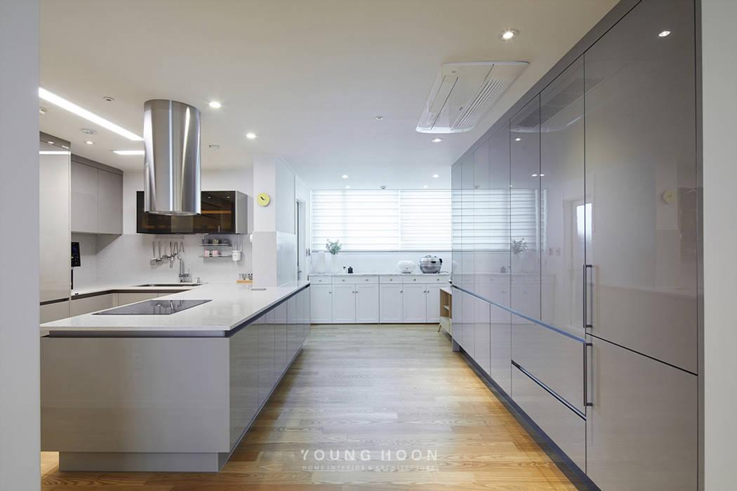 50평형 잠실트리지움 아파트인테리어 _ 파스텔톤의 포인트 컬러로 꾸며진 러블리 하우스: 영훈디자인의  주방,