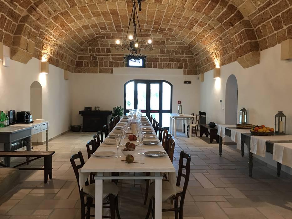 Mediterranean style dining room by STUDIO TECNICO GEOMETRA ARTURO DE MARCO Mediterranean