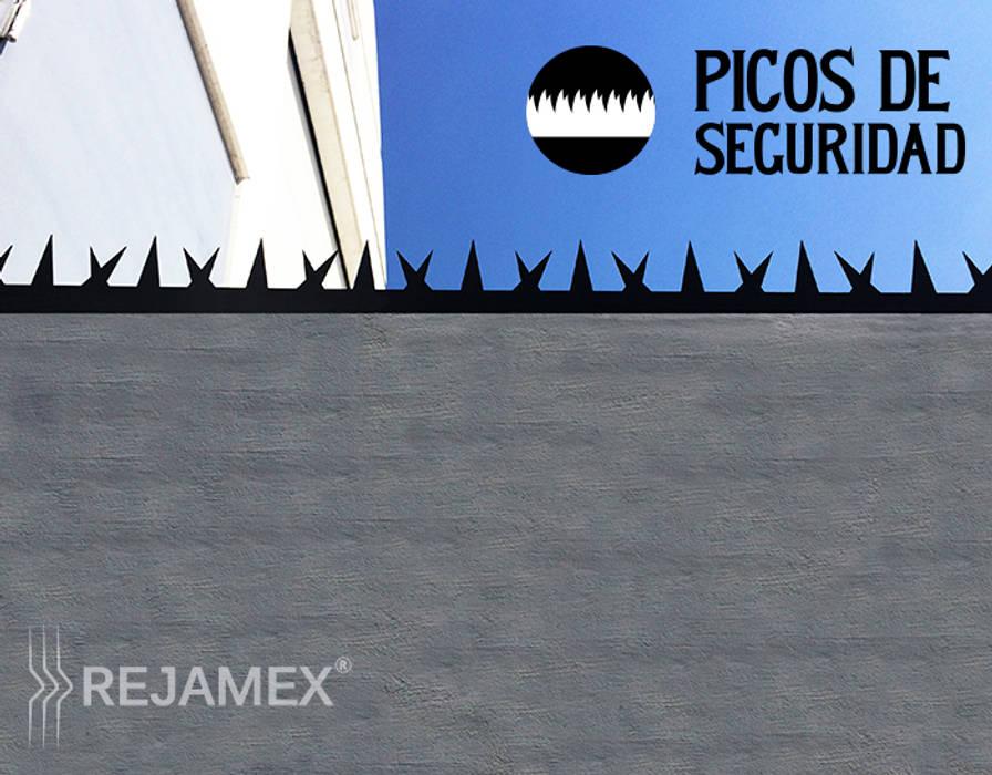 Picos de Seguridad RMXPICOGALAX-001: Garajes abiertos de estilo  por Rejamex
