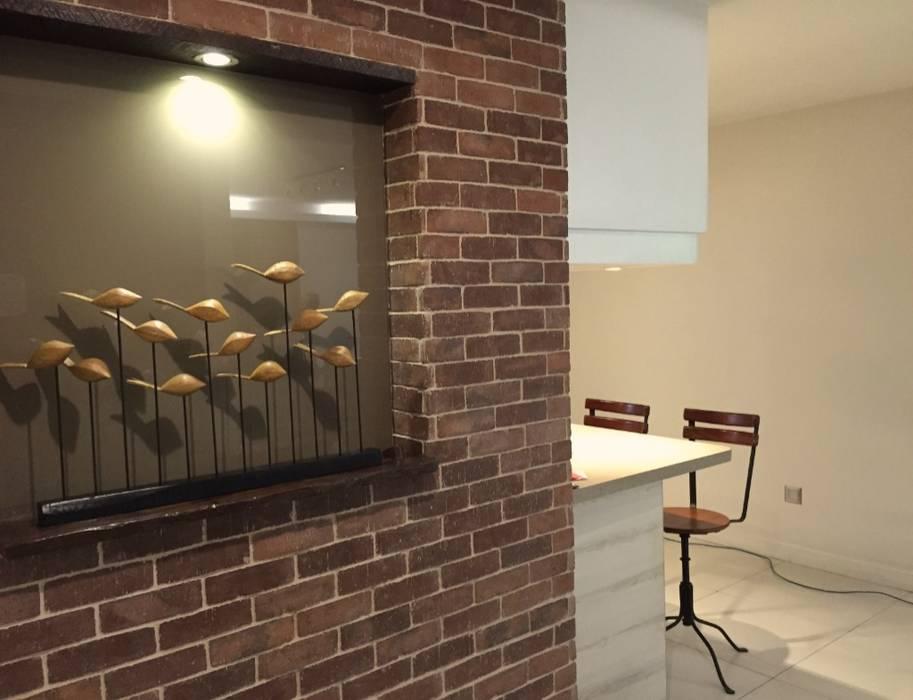 Timeless Treasure:  Living room by Geraldine Oliva,