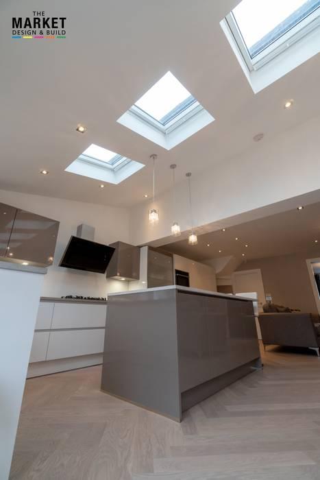 ICKENHAM REAR HOUSE EXTENSION Modern kitchen by The Market Design & Build Modern
