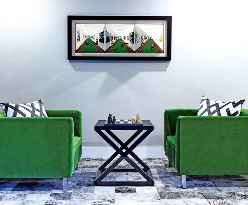 Salle multimédia de style  par Design Intervention,