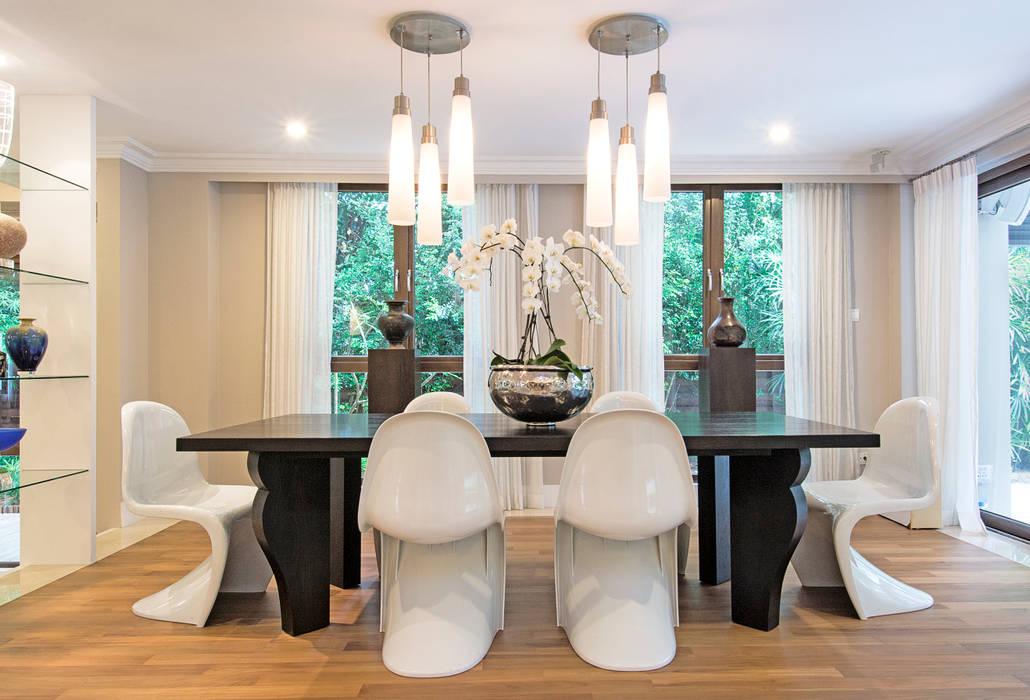 Salle à manger de style  par Design Intervention,
