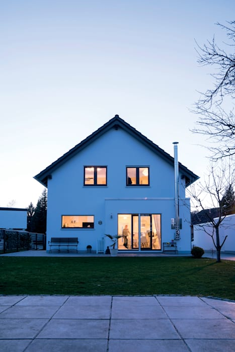 Erweiterung des Wohnbereiches FingerHaus GmbH - Bauunternehmen in Frankenberg (Eder) Moderner Garten