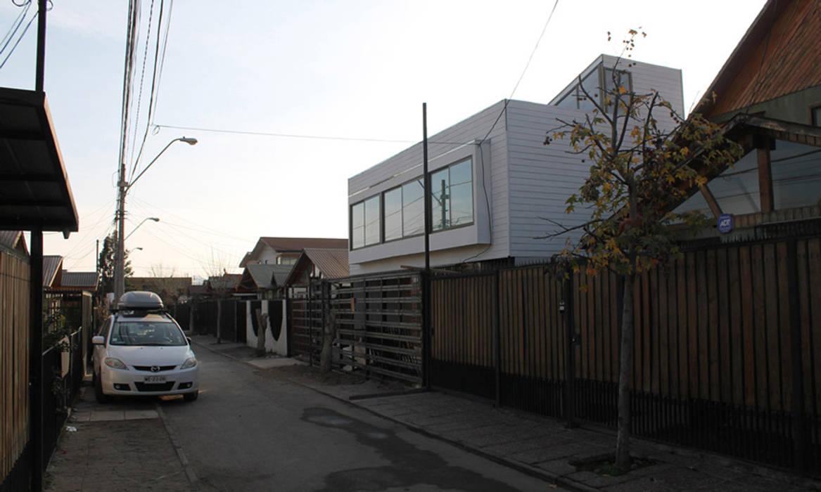 REMODELACION CASA BLANCA: Casas unifamiliares de estilo  por Vetas Sur, Mediterráneo Derivados de madera Transparente