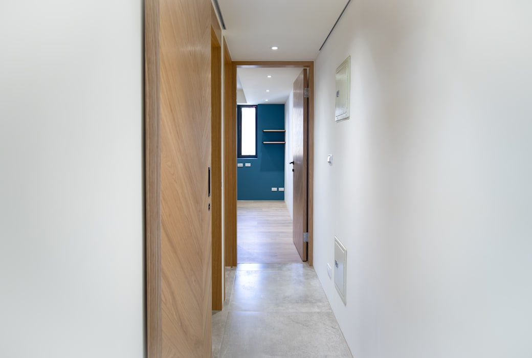 老屋翻新 巷‧日閣 | 3F 走廊 工業風的玄關、走廊與階梯 根據 有隅空間規劃所 工業風