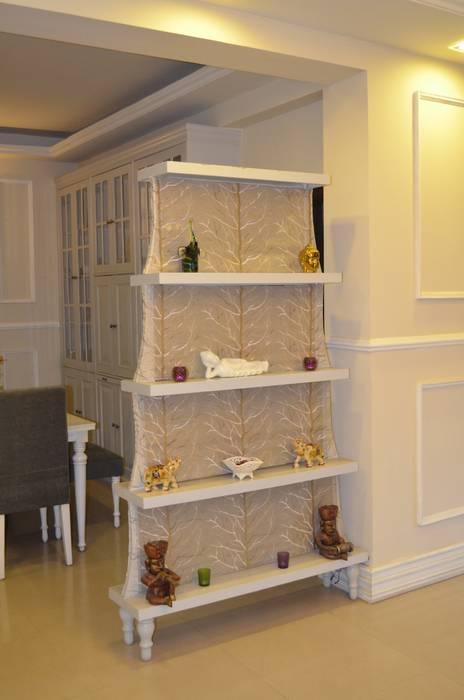 Camera da letto piccola in stile  di Neun Designs Pvt.Ltd.