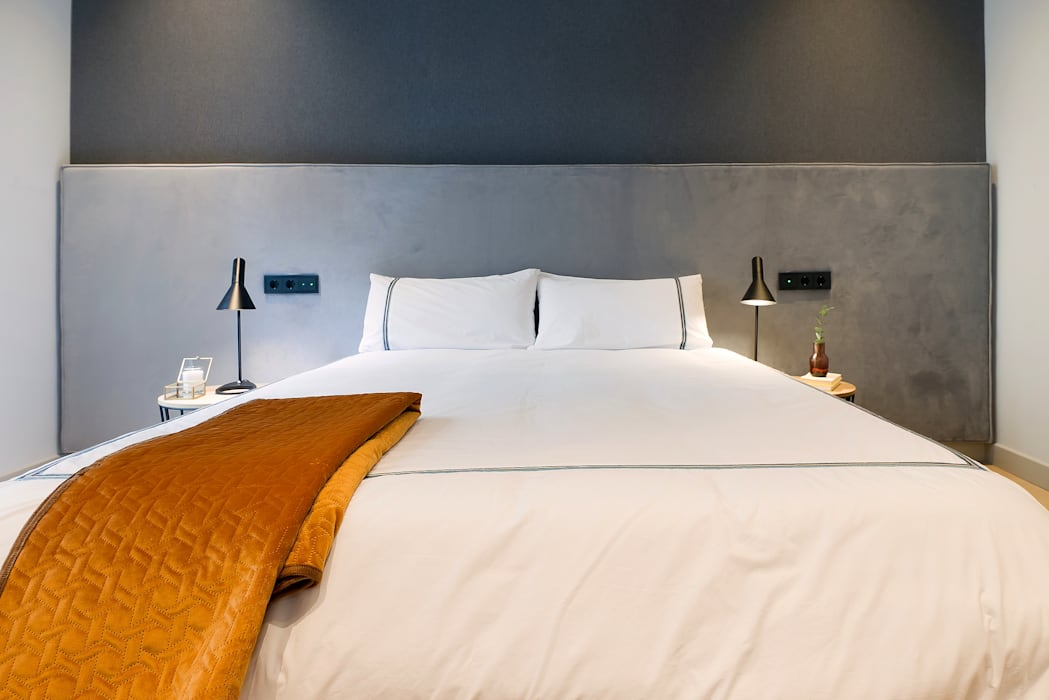 Home Staging de Lujo en Barcelona Markham Stagers Dormitorios de estilo moderno Gris