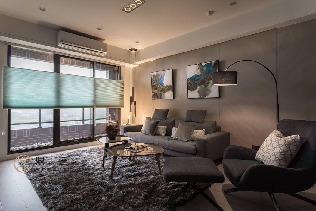寧靜 现代客厅設計點子、靈感 & 圖片 根據 鼎士達室內裝修企劃 現代風 實木 Multicolored